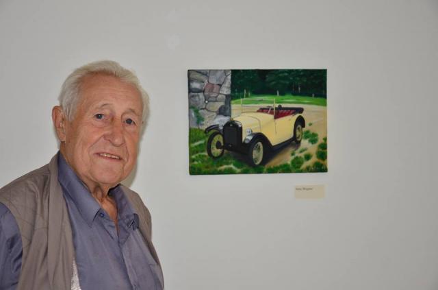 Besucher neben der Arbeit des jüngsten Künstlers der Ausstellung / Foto: Horst Kontak