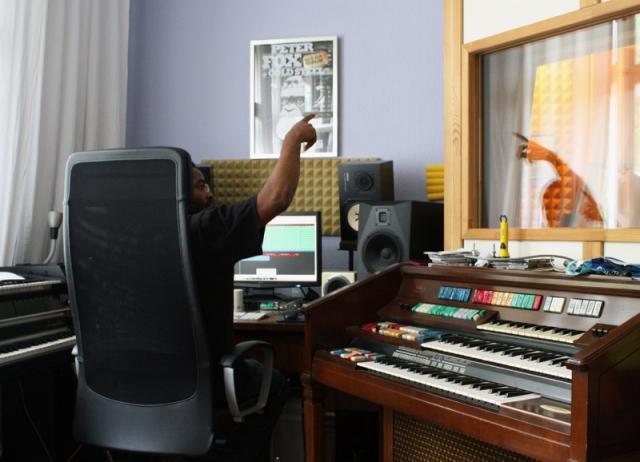 Ajani arrangiert und dirigiert