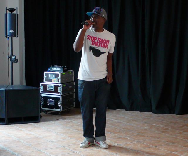 Ono Ngcala beim Konzert in der Marktstraße